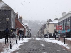 High Street cubierto de nieve