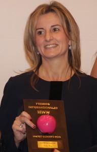 Belén Frau con su reconocimiento. Fotógrafa: Begoña López